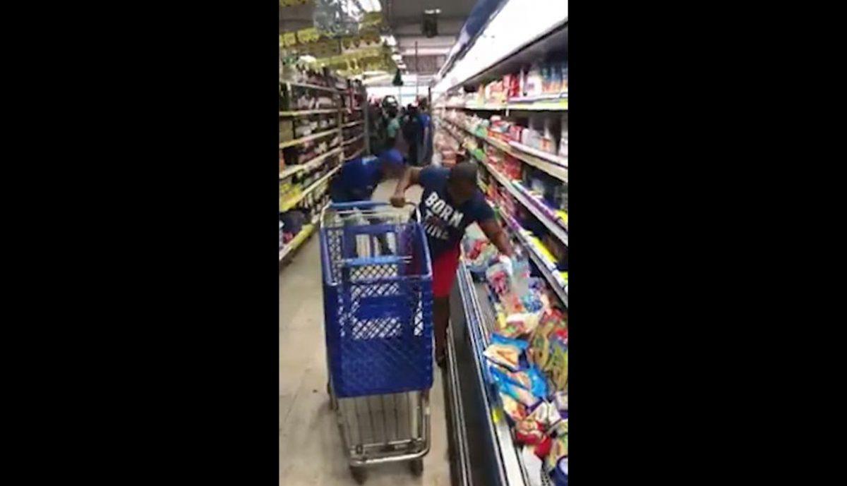 VIDEO: mujer gana premio en un supermercado, su reacción desespera a miles