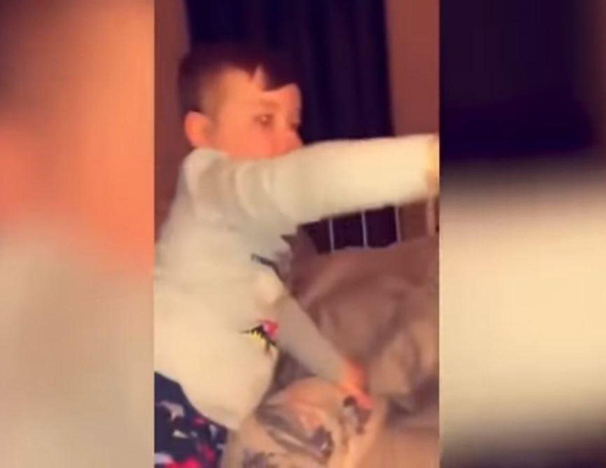 VIDEO: bebé miró la foto de su papá muerto y sucedió algo escalofriante