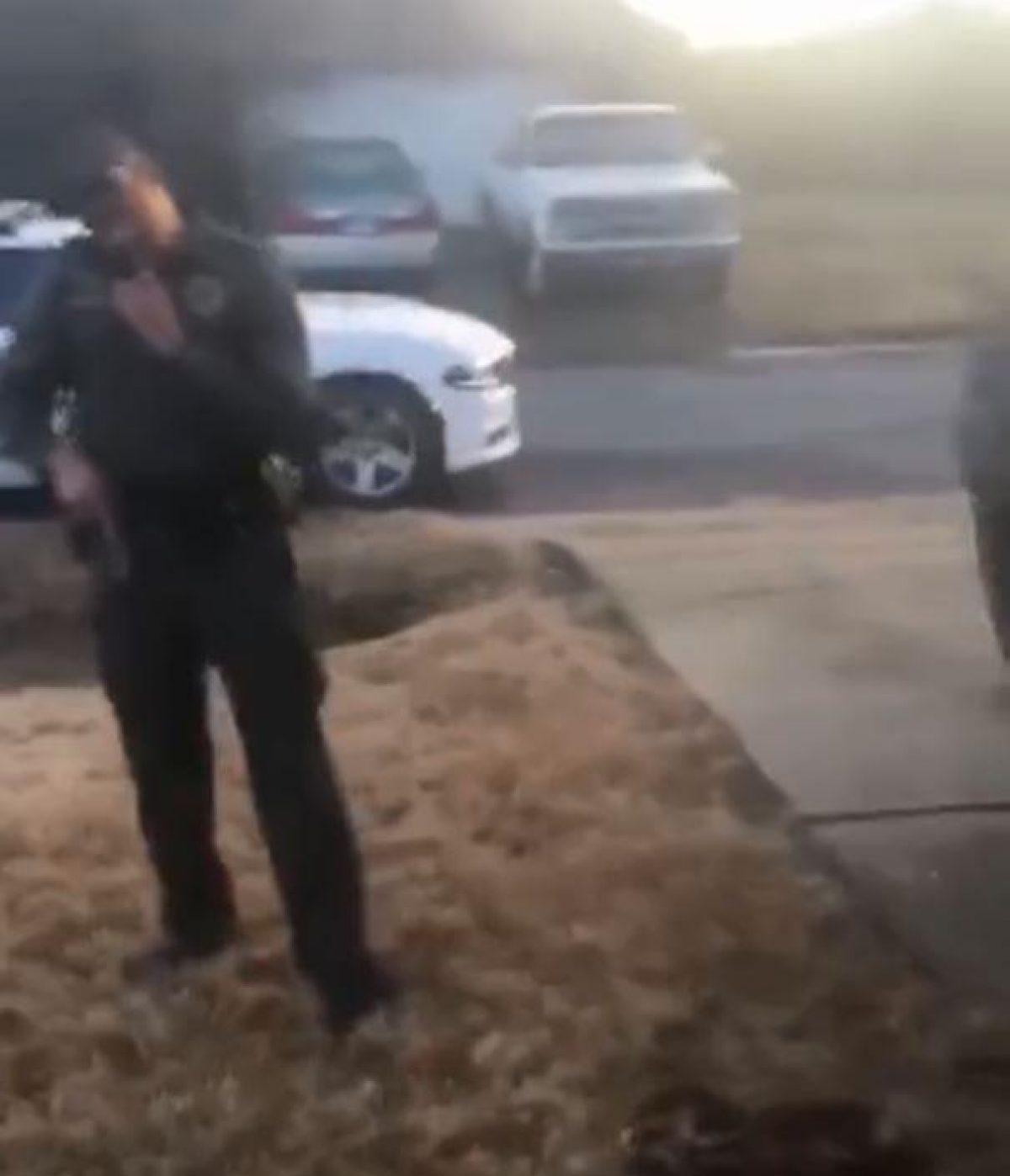 VIDEO: policía le dispara a perro Chihuahua en la cara
