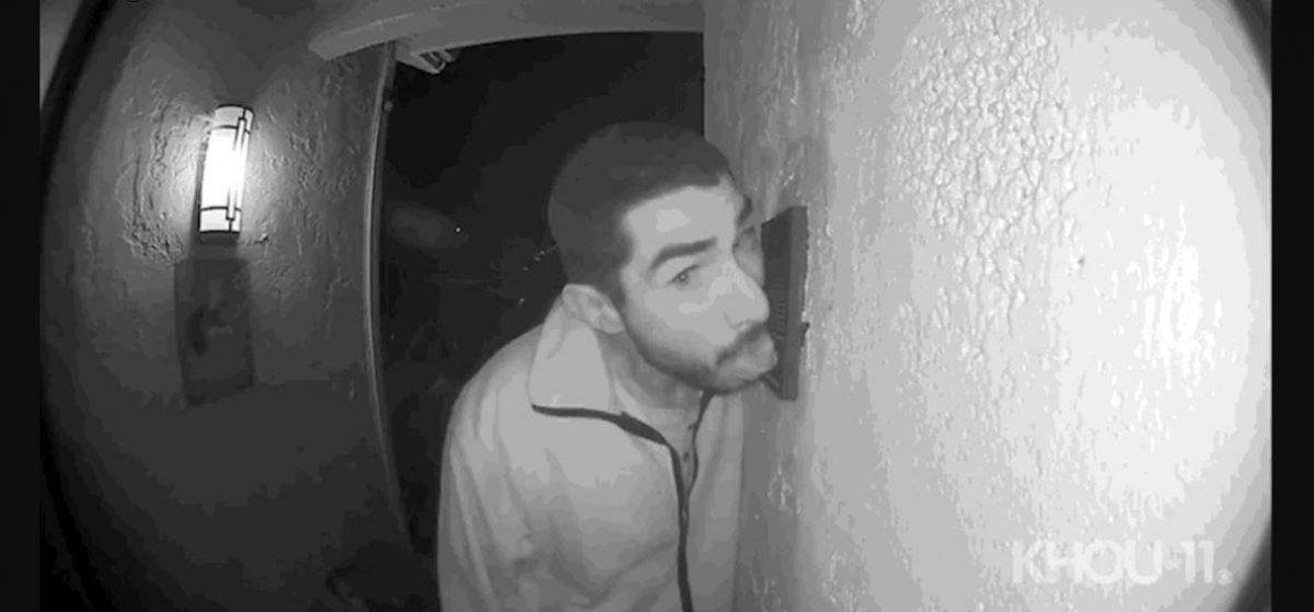 VIDEO   Un extraño lamió su timbre de la puerta por más de tres horas