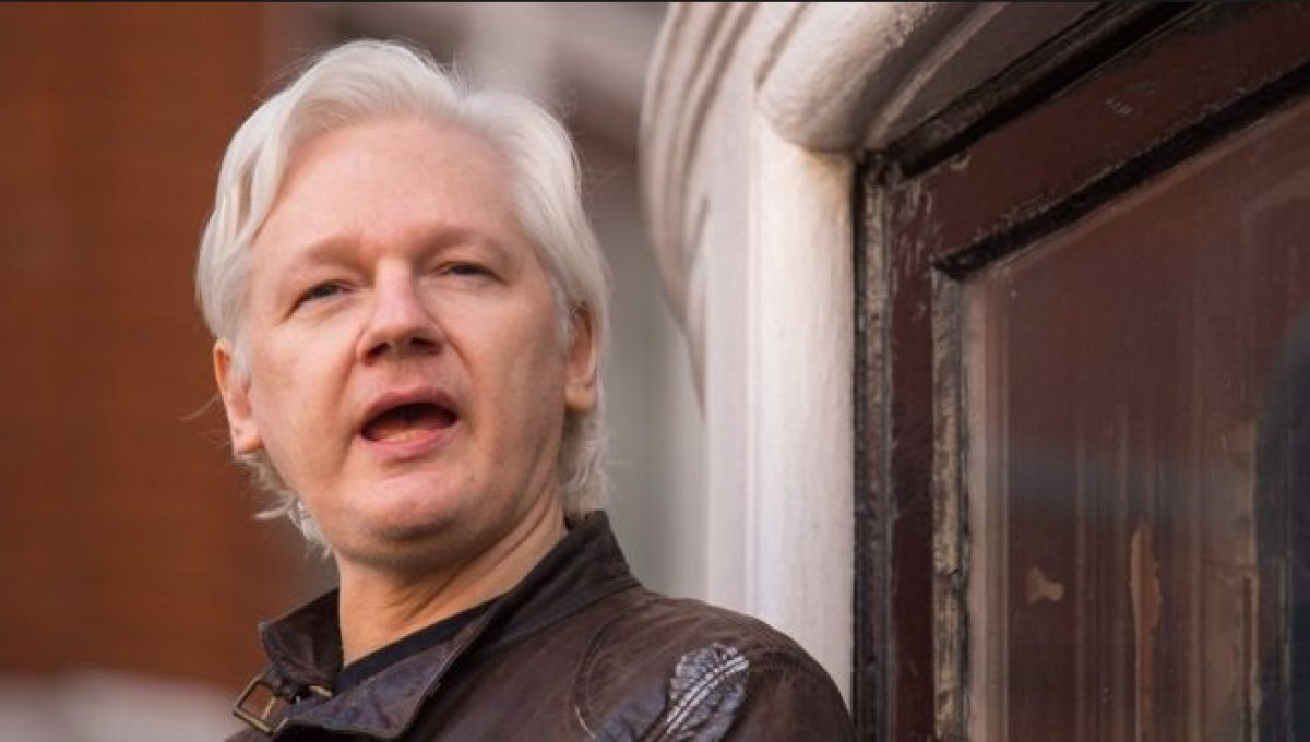 Julian Assange condenado a más de 50 semanas de prisión por violar las condiciones de su libertad bajo fianza