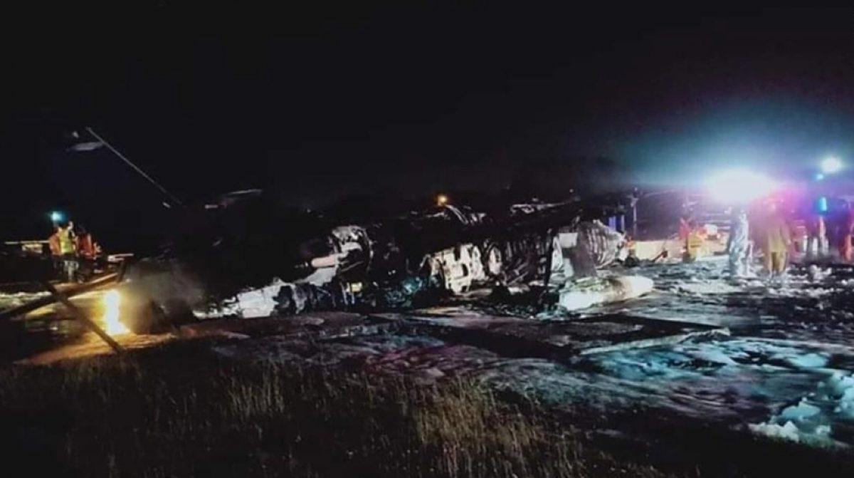 Avión que transportaba suministros médicos se estrella en Filipinas; hay 8 personas muertas