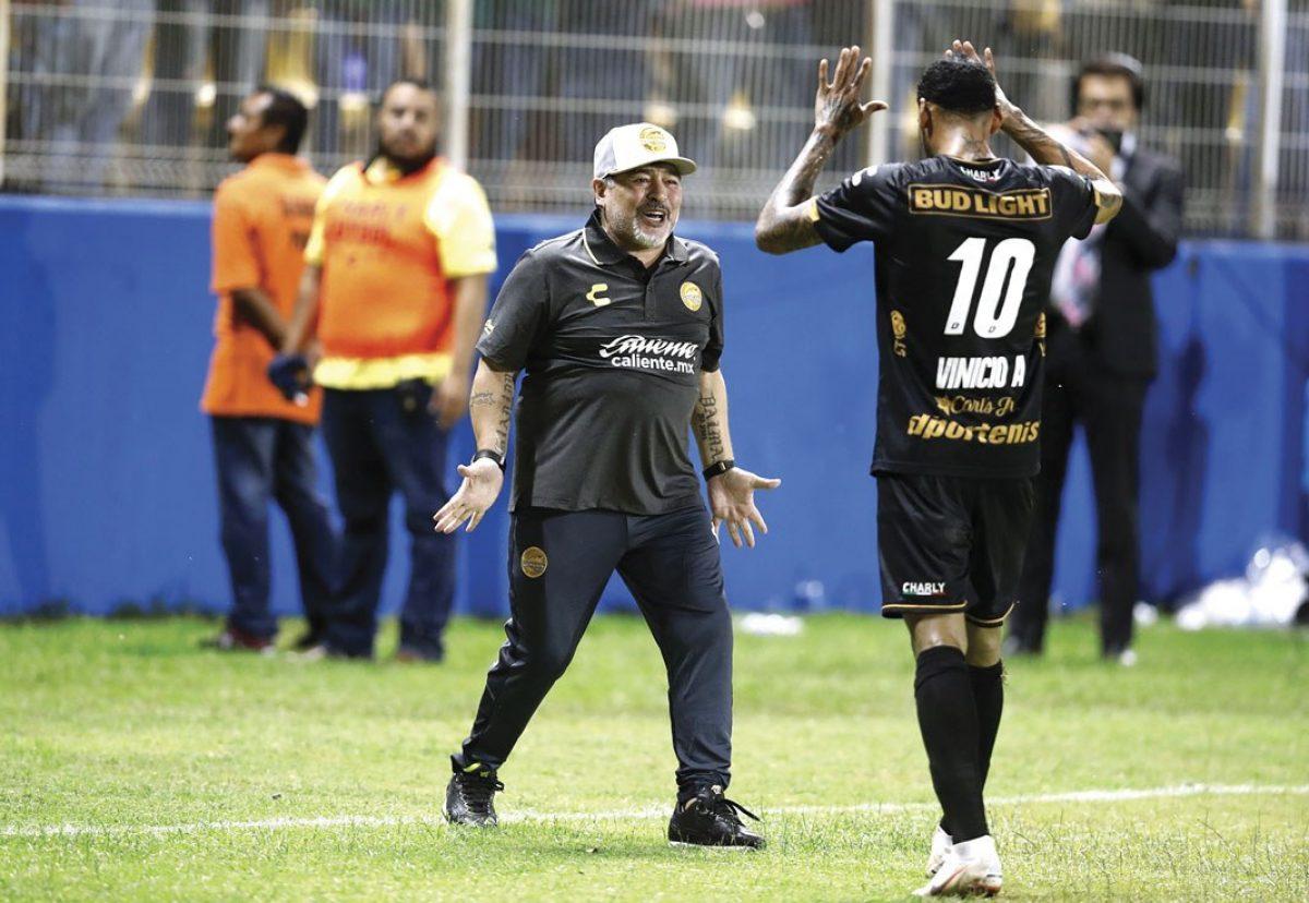 Ecuatoriano Vinicio Angulo revela los consejos que recibió de Diego Maradona