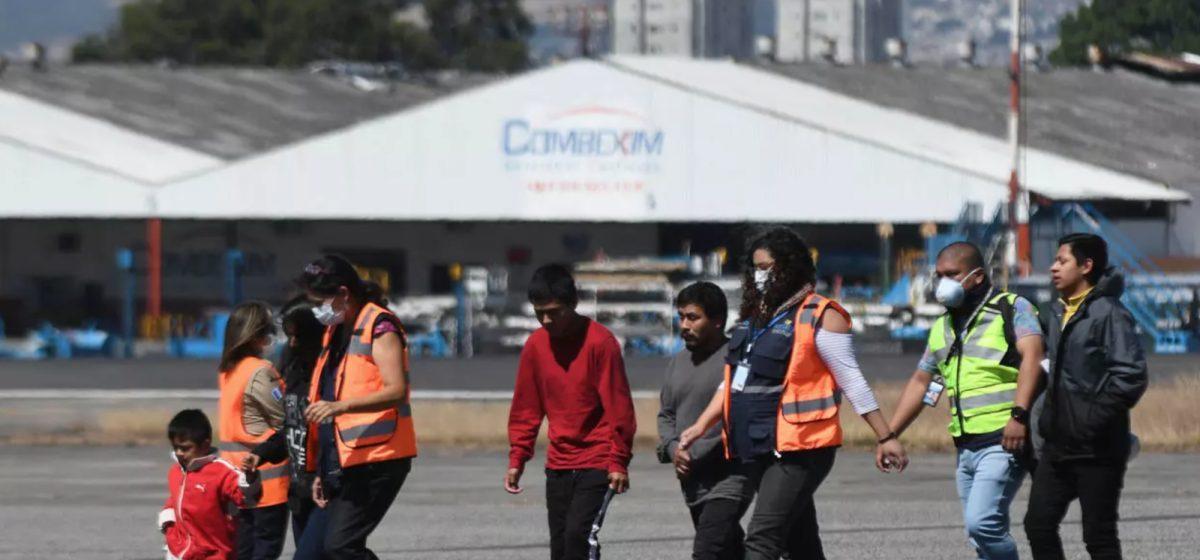 Estados Unidos reanuda deportaciones de guatemaltecos en medio de pandemia