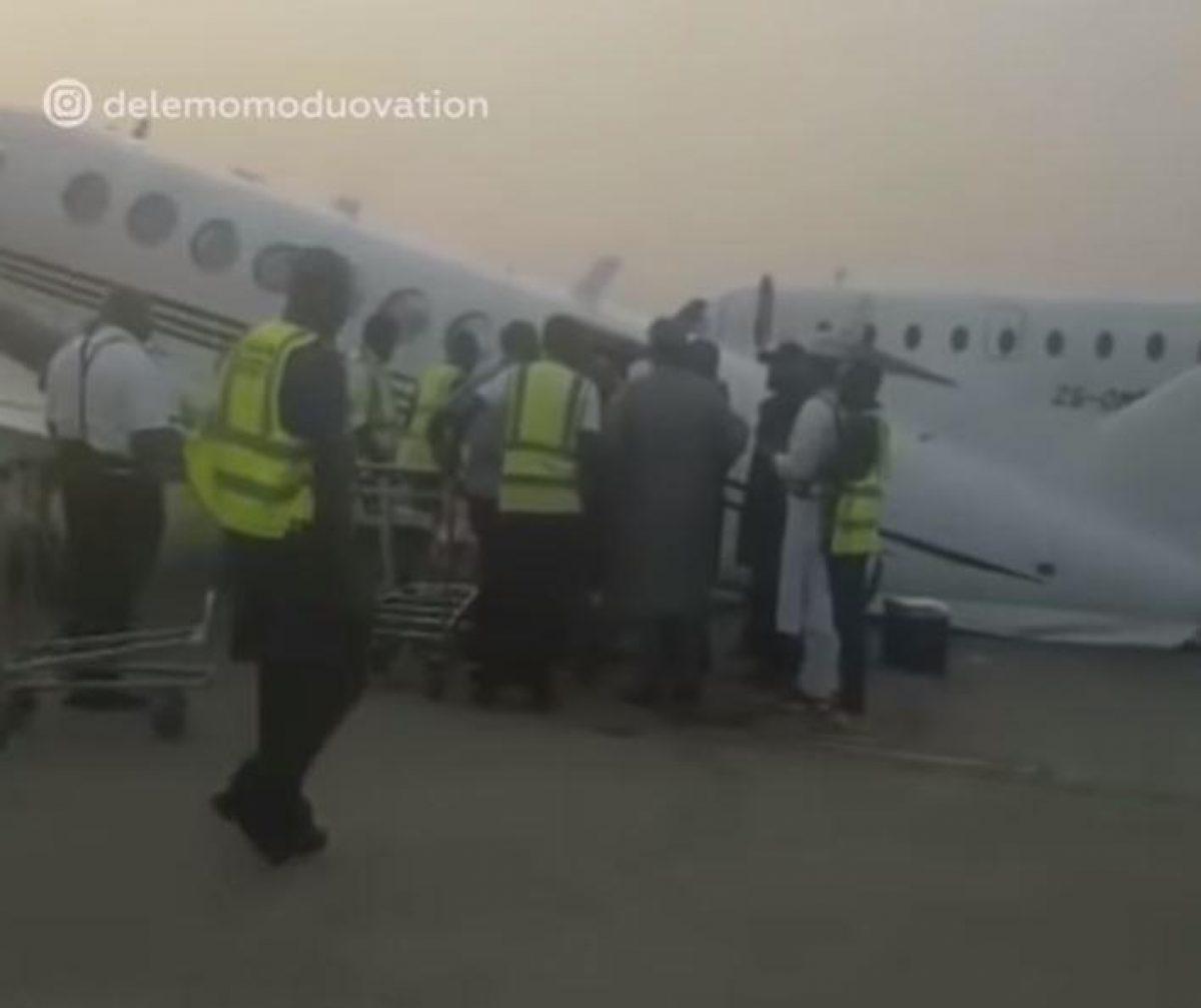 VIDEO: avión sobrecargado con dinero en bolsas no puede despegar y colapsa en la pista