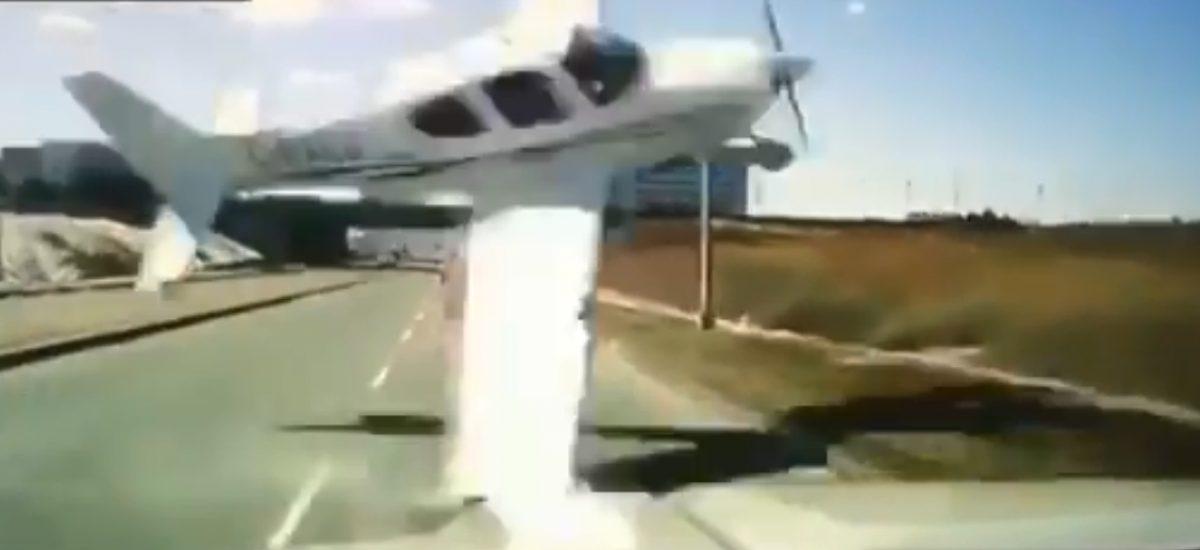 VIDEO: avioneta pasa por delante de un coche antes de estrellarse