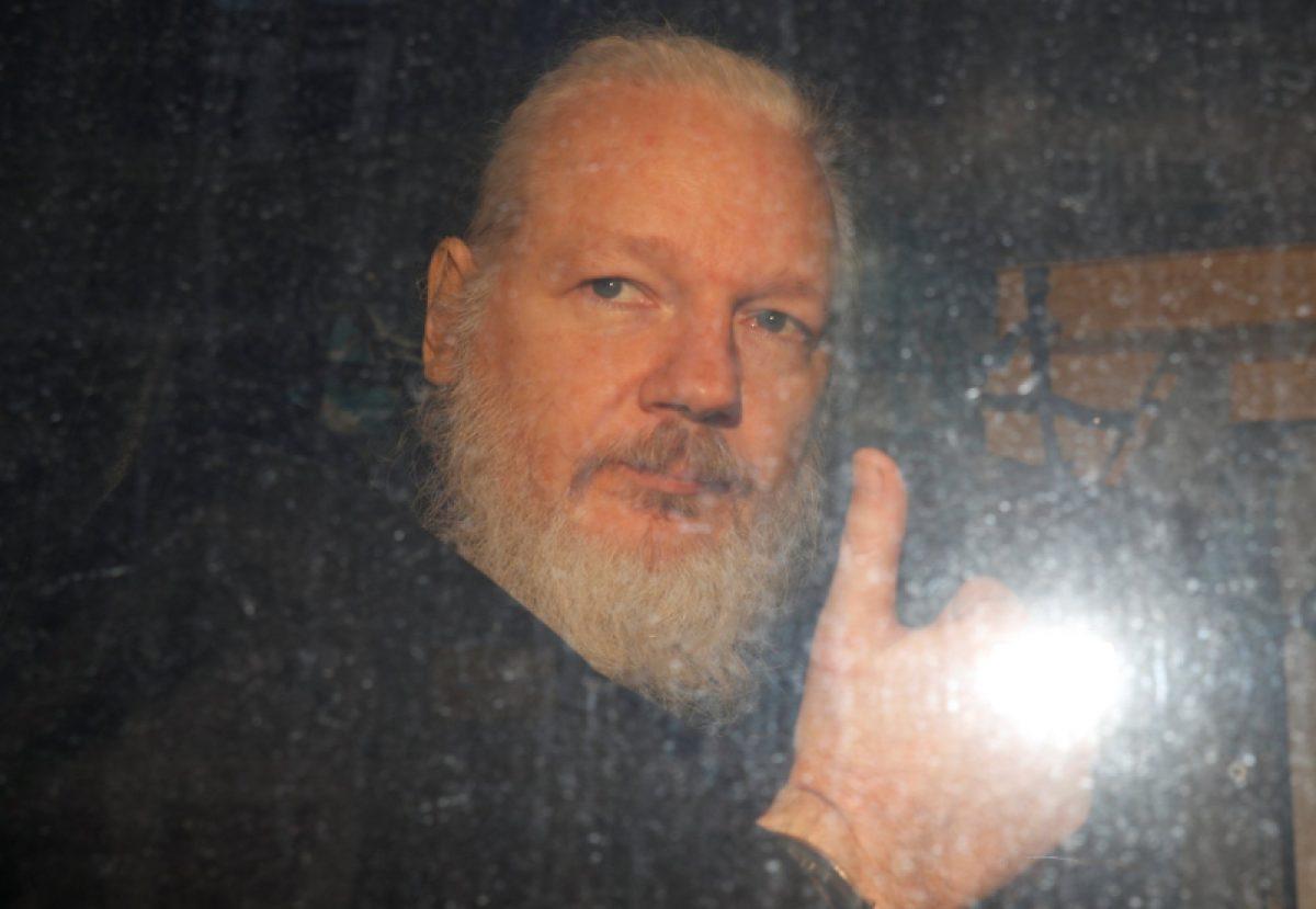 VIDEO | Assange tendrá su vista de extradición a EEUU hasta febrero de 2020