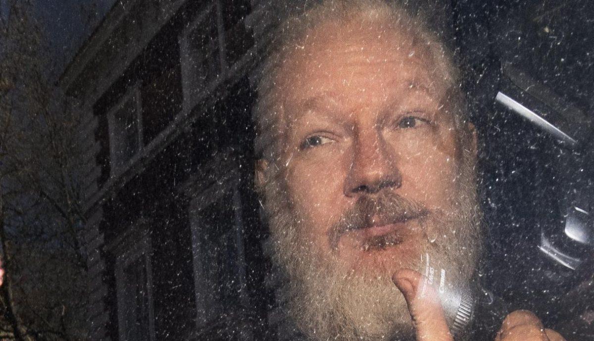 Disponen prisión para ciudadano sueco por nexos con Julian Assange