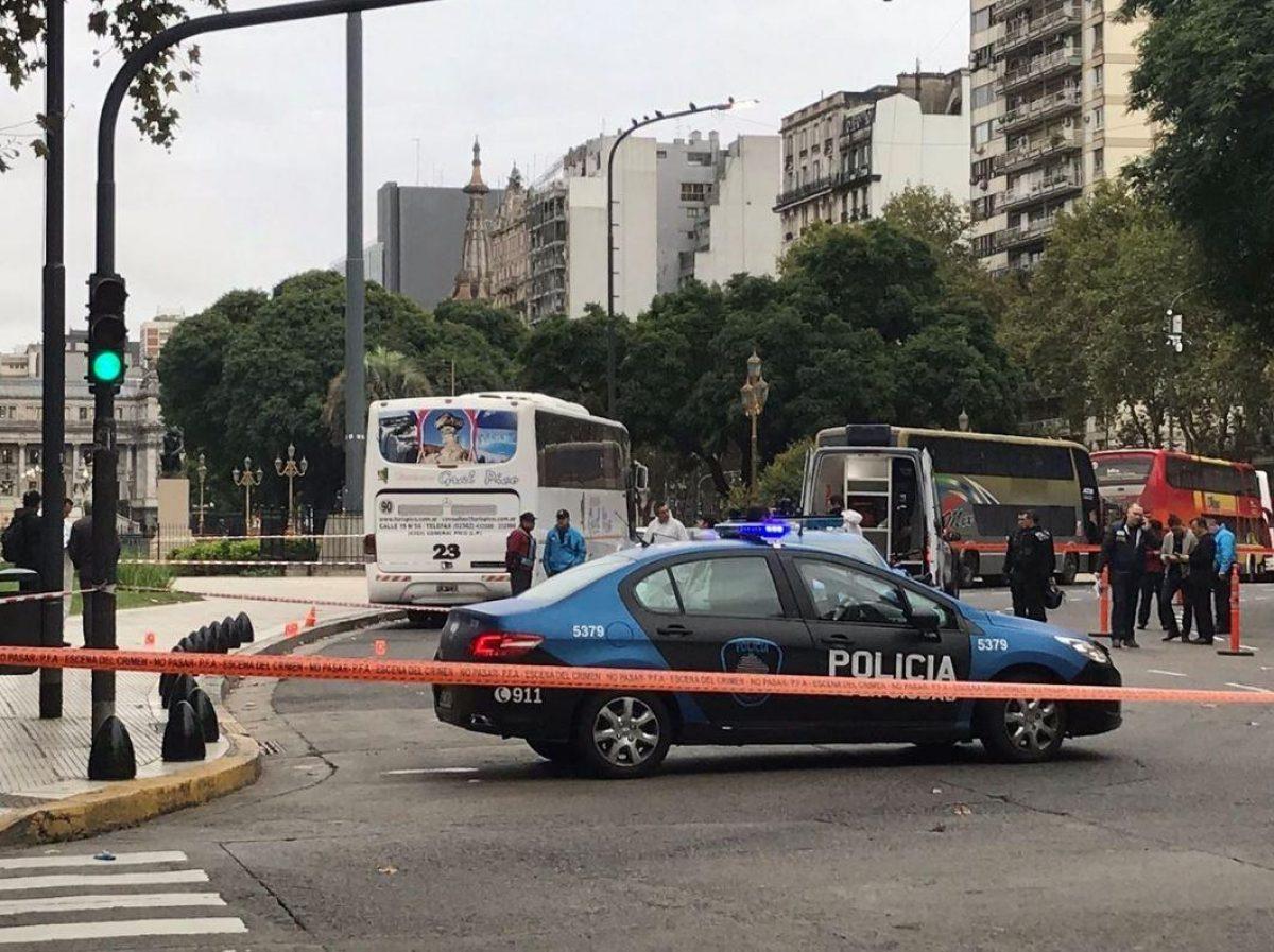 Asesinan a funcionario público a balazos frente al Congreso argentino