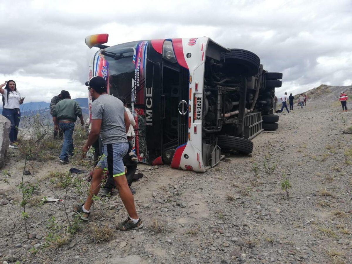 Accidente de tránsito deja 10 muertos y al menos 19 heridos