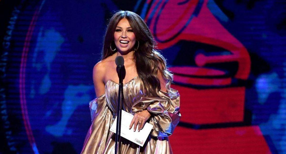 VIDEO: abuchean a Thalía en los Latin Grammys por culpa de Luis Miguel