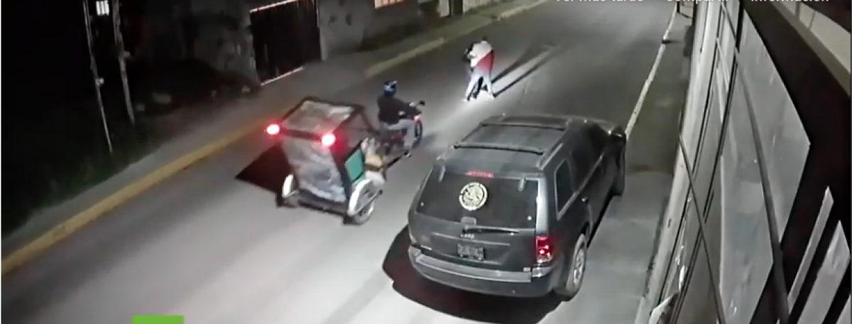 Hombre salva a una joven de ser violentada por un ladrón en plena calle