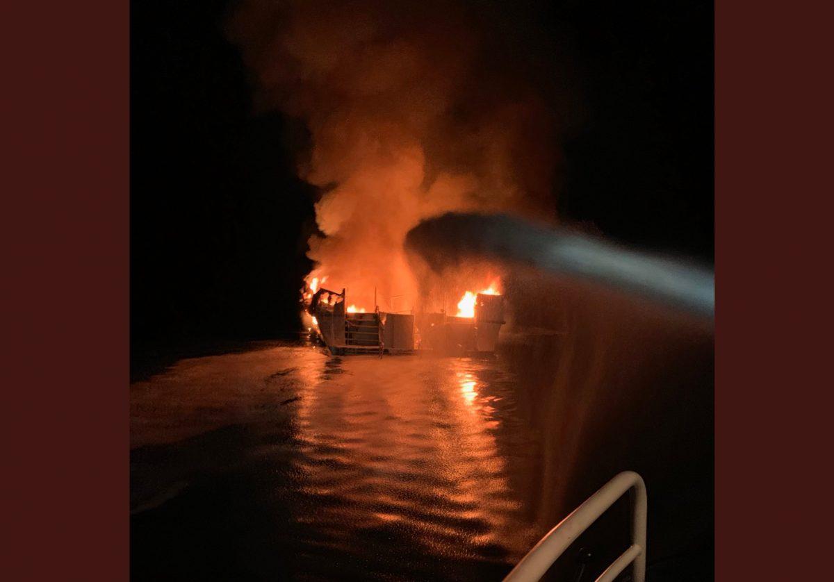 Más de 30 víctimas mortales tras el incendio de un barco en las costas de California
