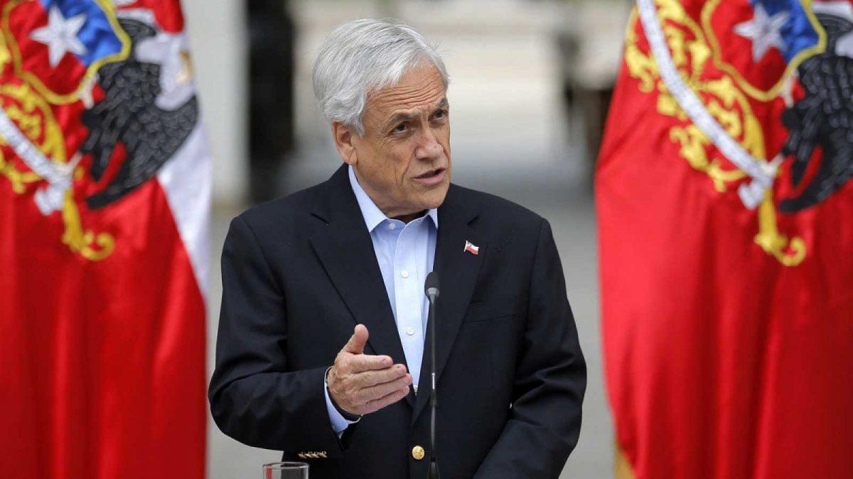 Presidente chileno pide la renuncia a todos sus ministros y propone el fin del estado de emergencia