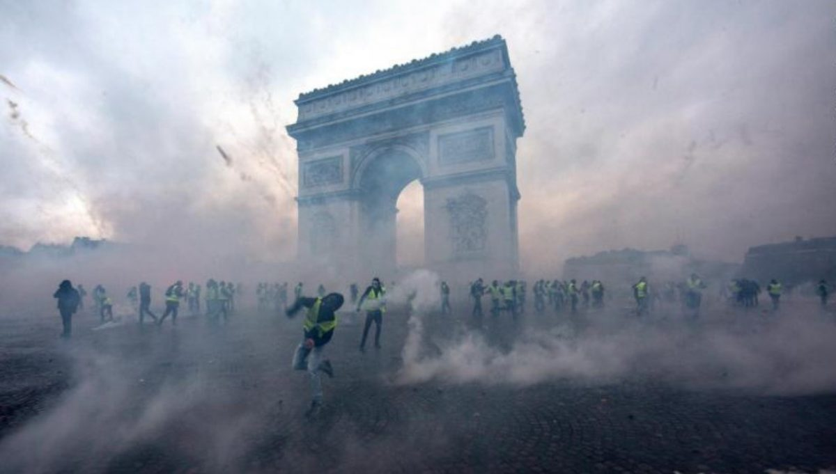 700 detenidos, disturbios y vías bloqueadas por violentas protestas en Francia