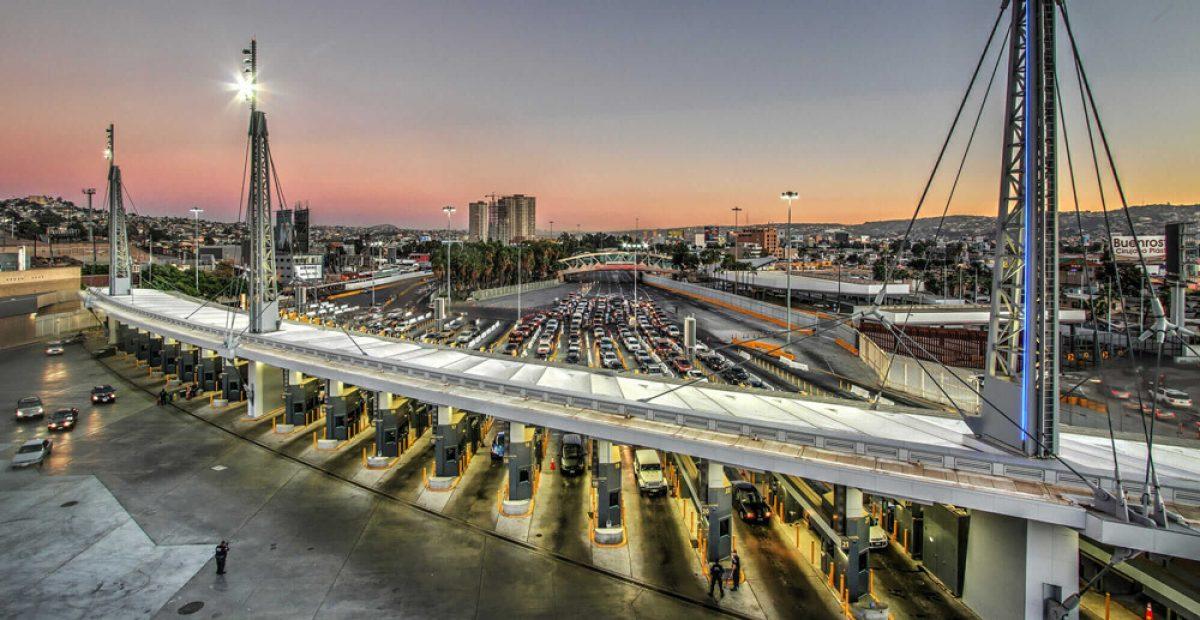 Estados Unidos anuncia que se extiendan las restricciones fronterizas de viajes no esenciales con México y Canadá
