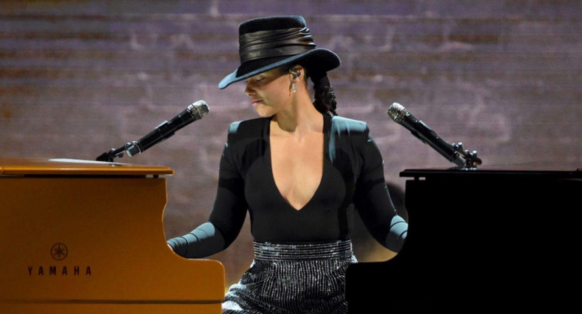 Alicia Keys sorprende en los Grammy a más de uno