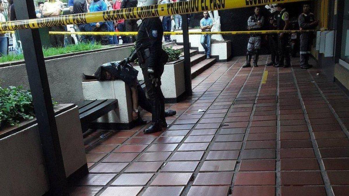 VIDEO | Esposo de asambleísta asesinado afuera de un banco en Quito