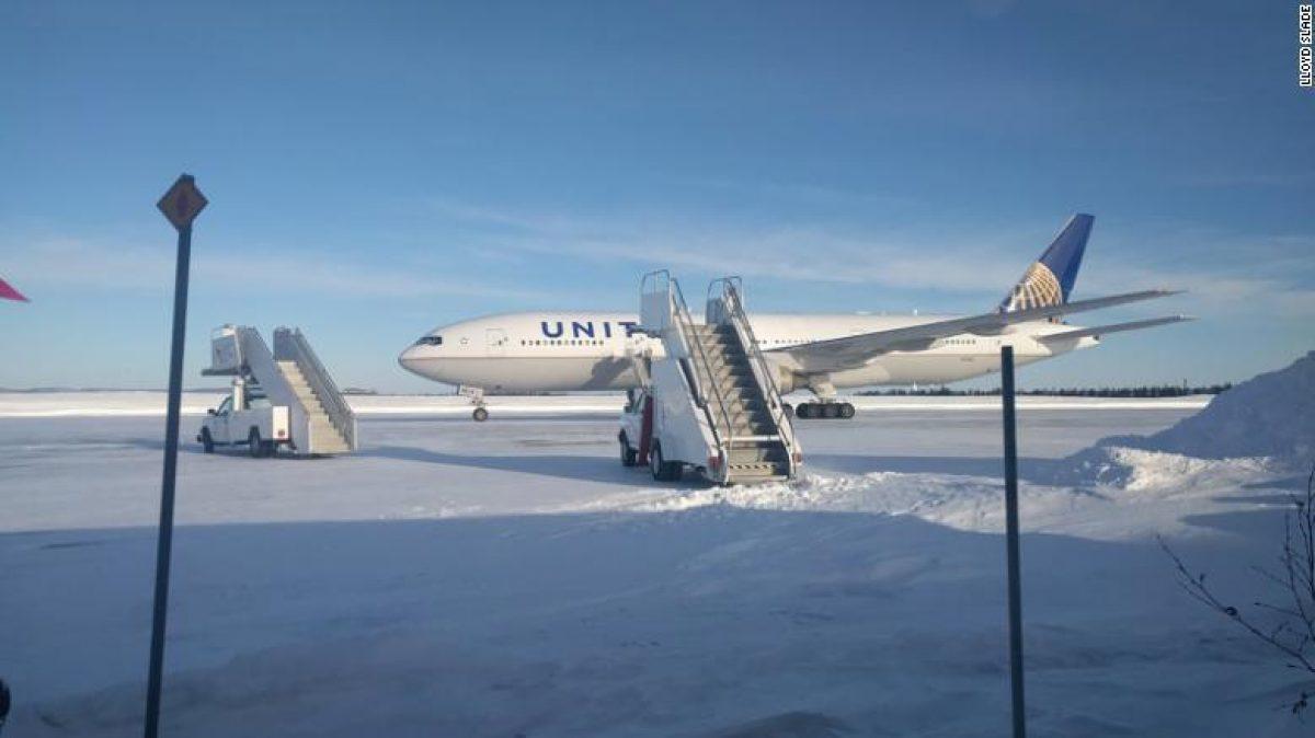 Pesadilla en el avión: pasajeros quedan atrapados por 14 horas
