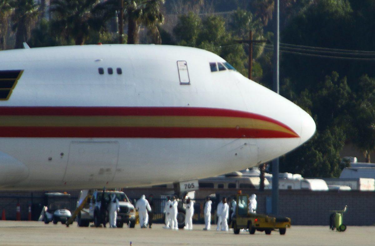 Un avión con 200 estadounidenses evacuados de Wuhan aterriza en California