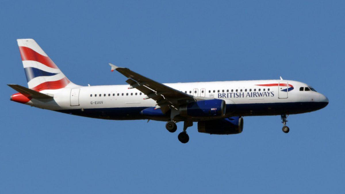 Un pasajero graba cómo su avión se inclina de forma brusca en el aire debido a vientos extremos