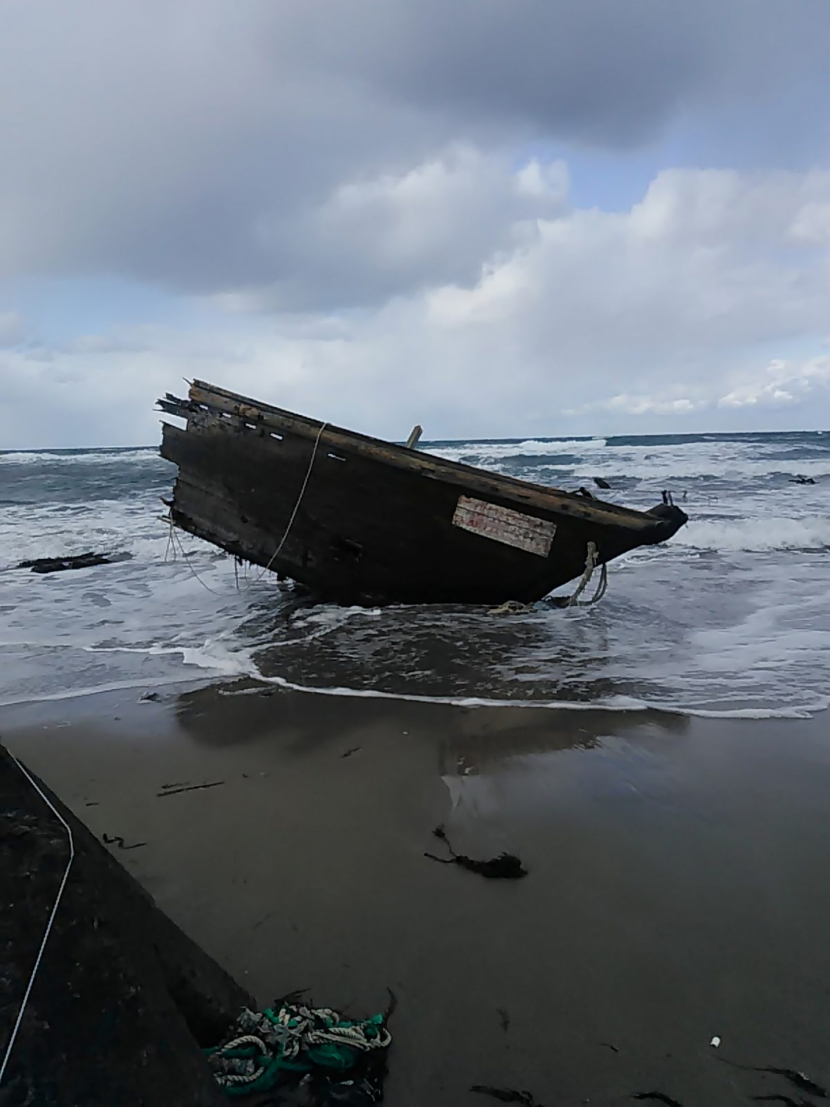 "Japón halló un ""barco fantasma"" con restos de siete cadáveres"