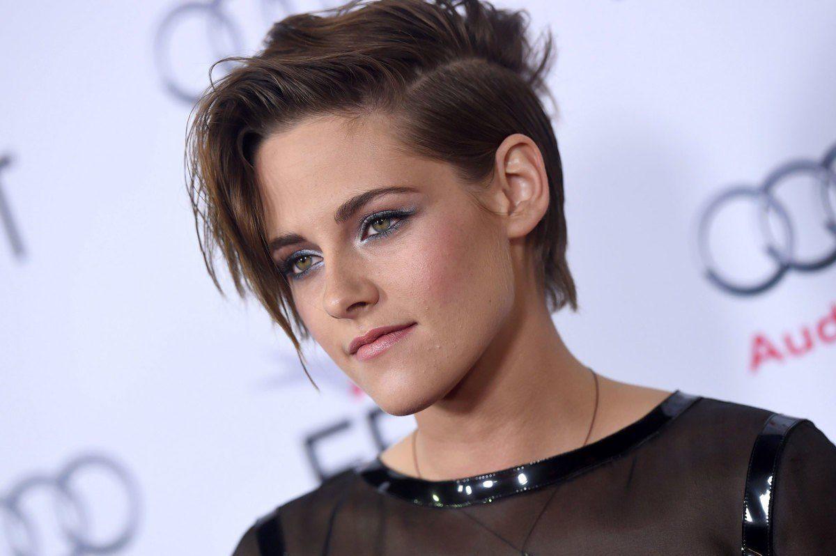 """Kristen Stewart es sorprendida """"beso y beso"""" con su nueva novia en Coachella"""