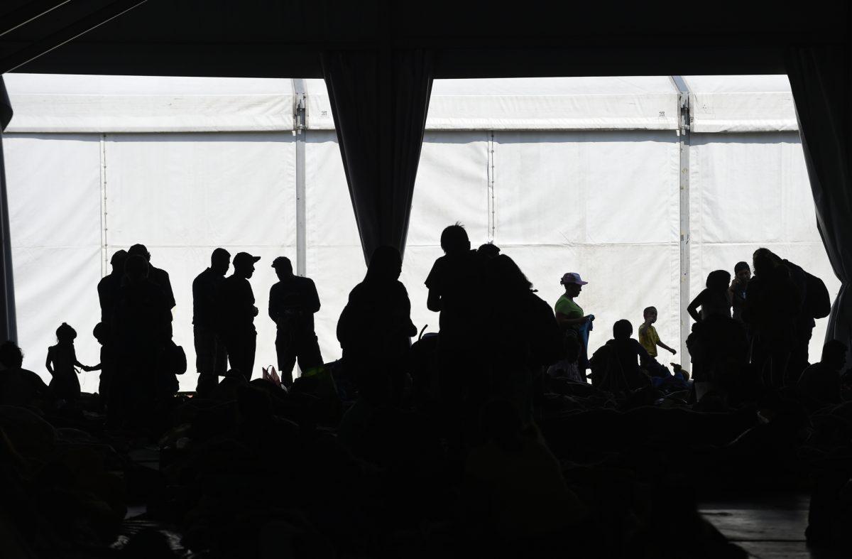 VIDEO: caravana migrante acelera el paso en México hacia EEUU