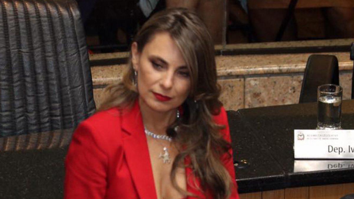FOTOS: una diputada alborota la red por su provocativo vestido