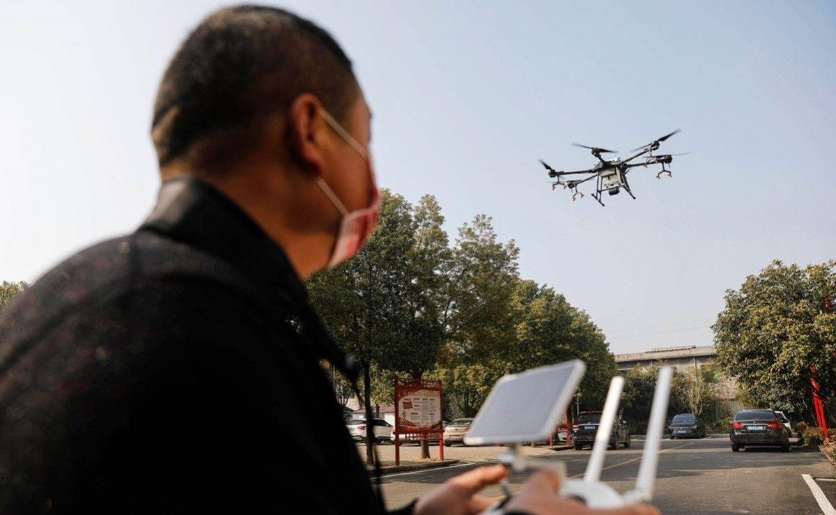 VIDEO   Así usan en China los drones  para rociar desinfectante en la lucha contra el coronavirus
