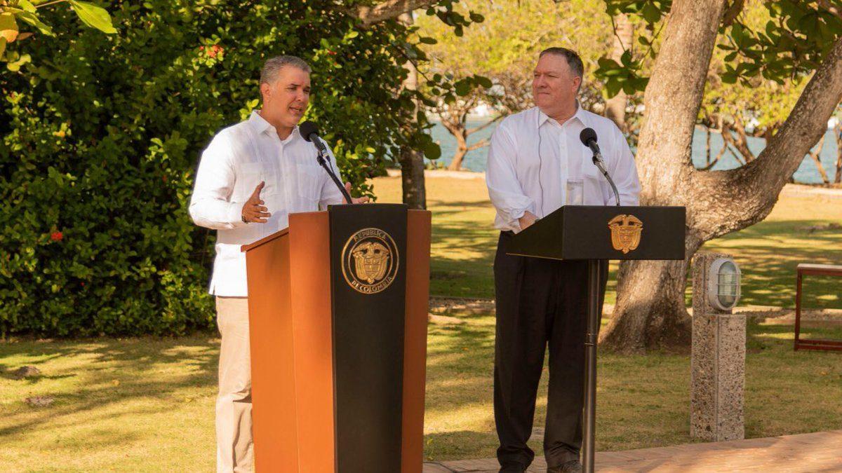 """Presidente colombiano y el secretario estadounidense conversan sobre la """"importancia"""" de reducir el cultivo de coca"""