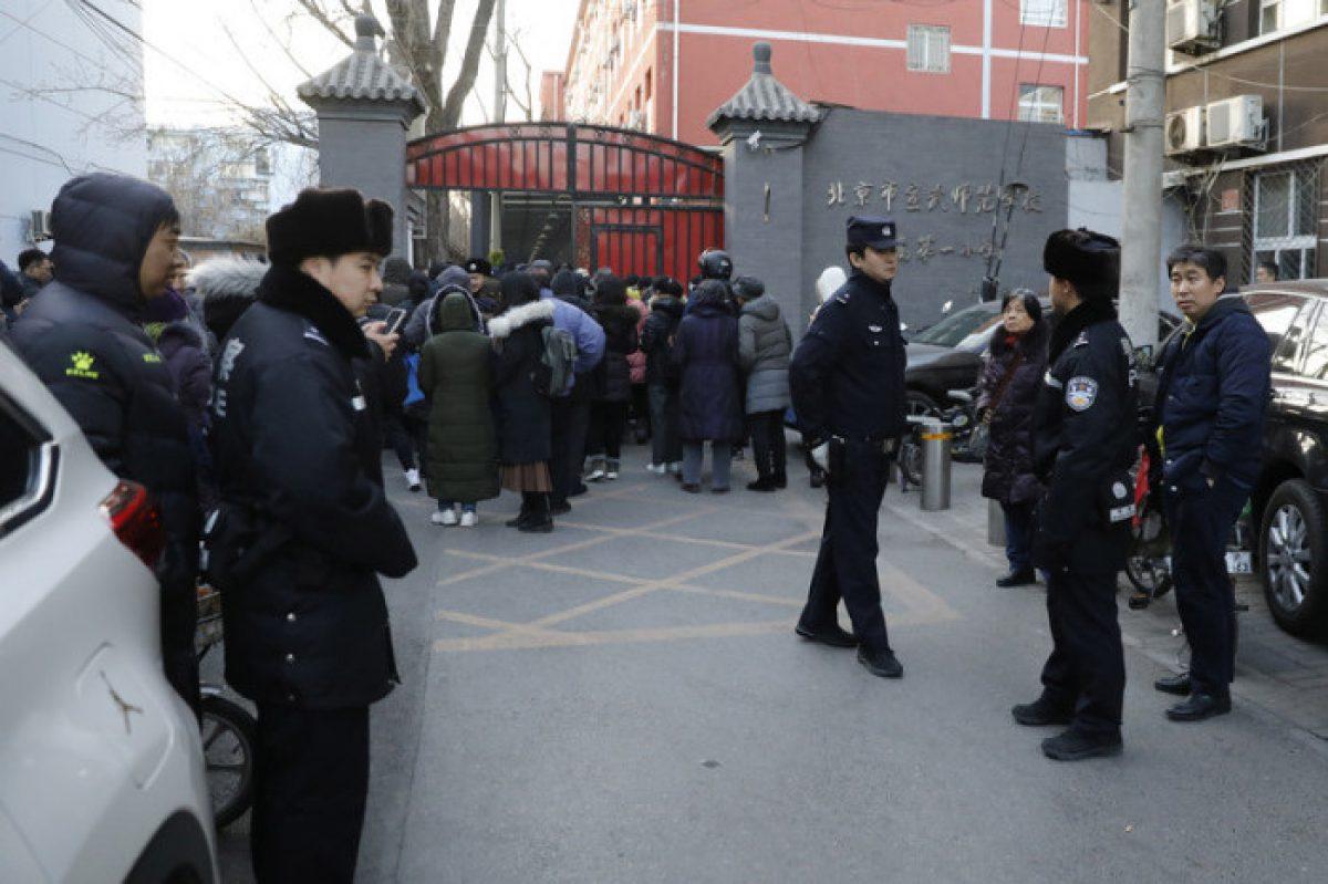 Un hombre hiere a 20 niños en una escuela en Pekín