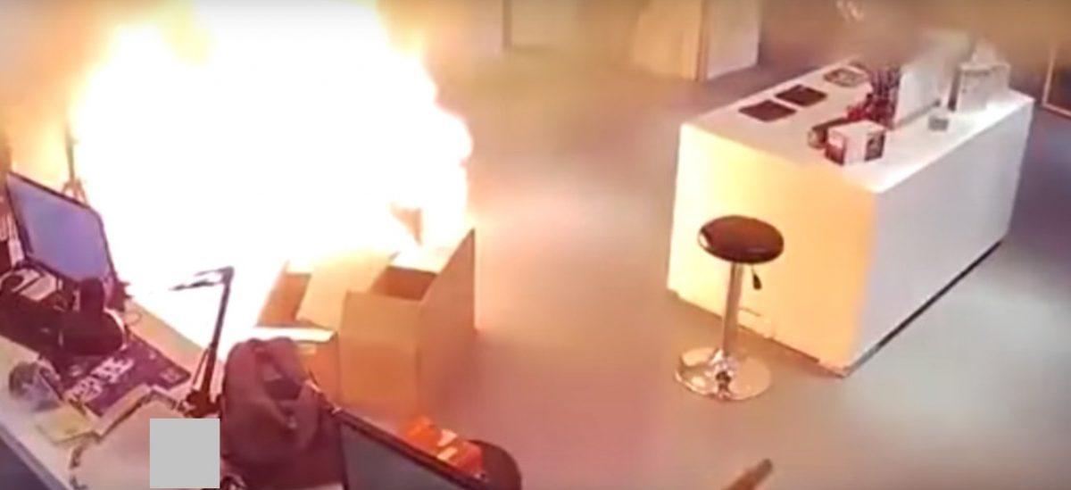 VIDEO | Explota la batería de un carro eléctrico mientras se cargaba en una tienda