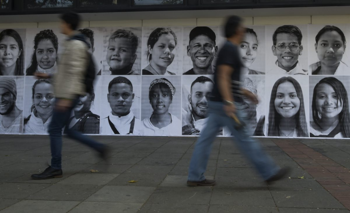 VIDEO: Colombia honra a migrantes venezolanos con fotos de esperanza