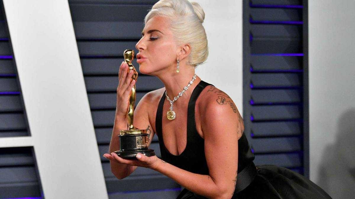 Lady Gaga y su millonario collar con el que acudió a los Óscar