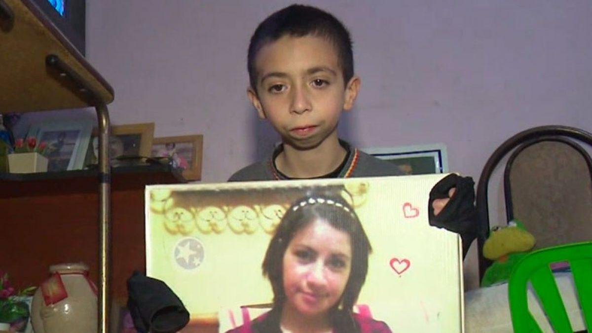 VIDEO | Niño pide ayuda para recuperar celular con videos de su madre fallecida