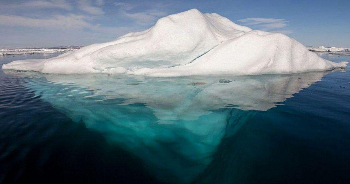 FOTO: ¿Cómo lograron hacer esta enorme placa de hielo perfectamente rectangular?