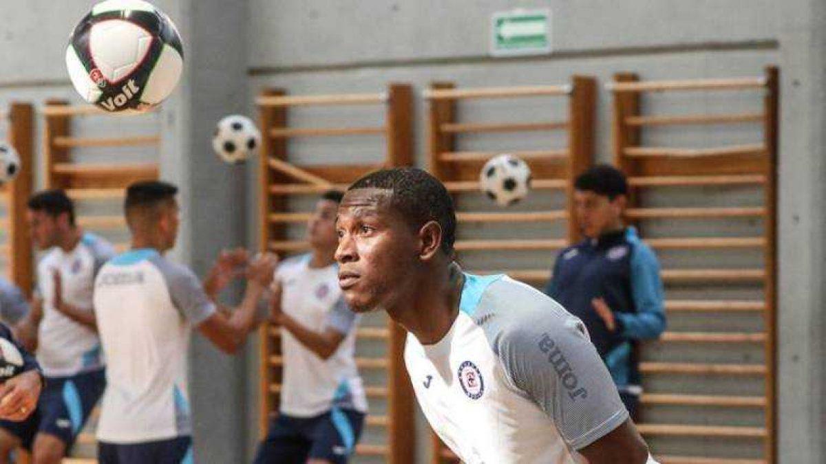 Fuerte crítica a Brayan Angulo en México por su sequía goleadora con el Cruz Azul