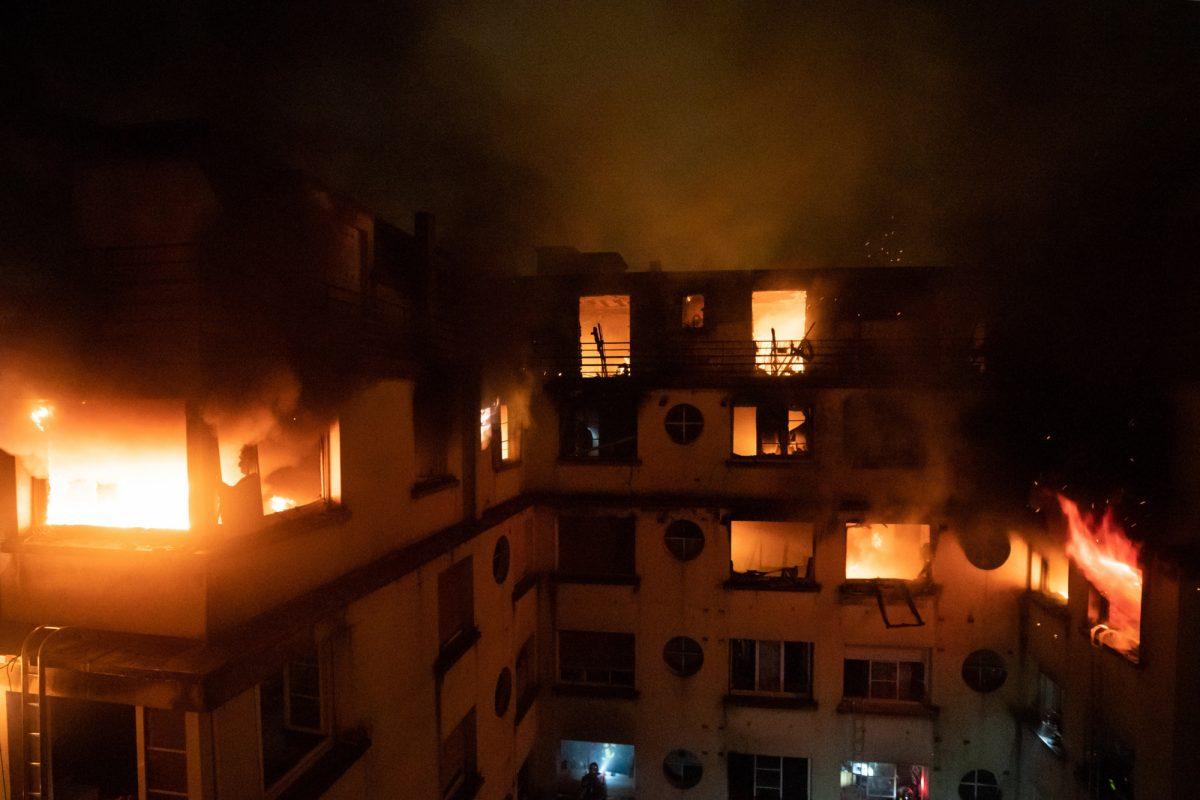 VIDEO: una decena de muertos en incendio de un edificio de París