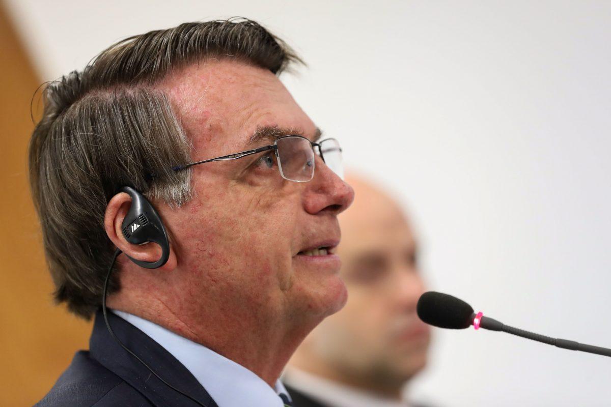 """Bolsonaro a los brasileños no les afectará el coronavirus: """"pueden sumergirse en una alcantarilla y no les pasa nada"""""""