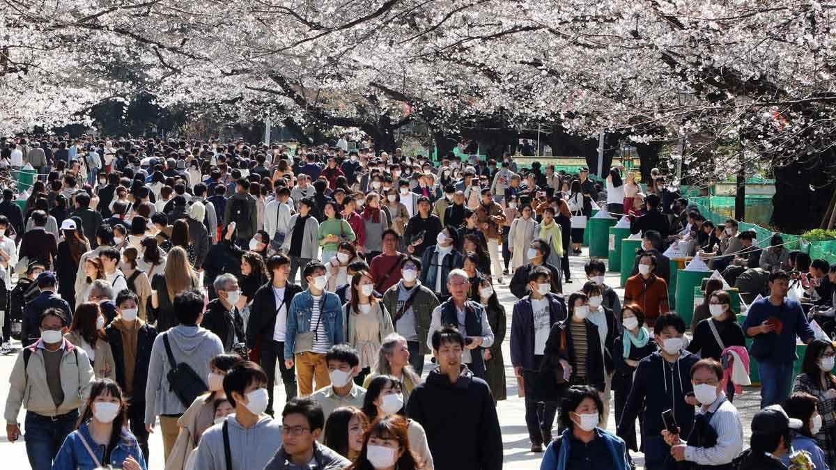 Menos suicidios en Japón debido al confinamiento que limitaron a algunos de los factores de estrés