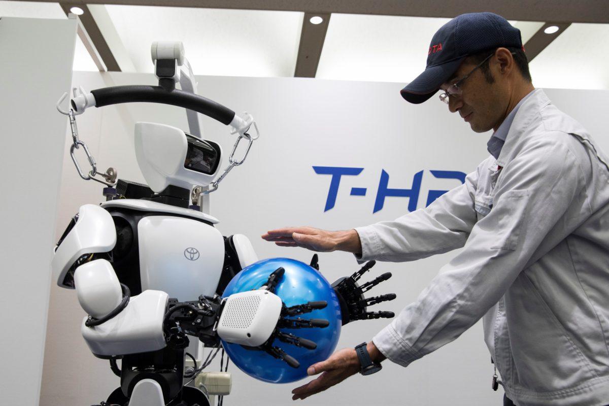 FOTOS | Tecnología impresionante: robots mascotas y portadores de jabalinas en los Juegos de Tokio