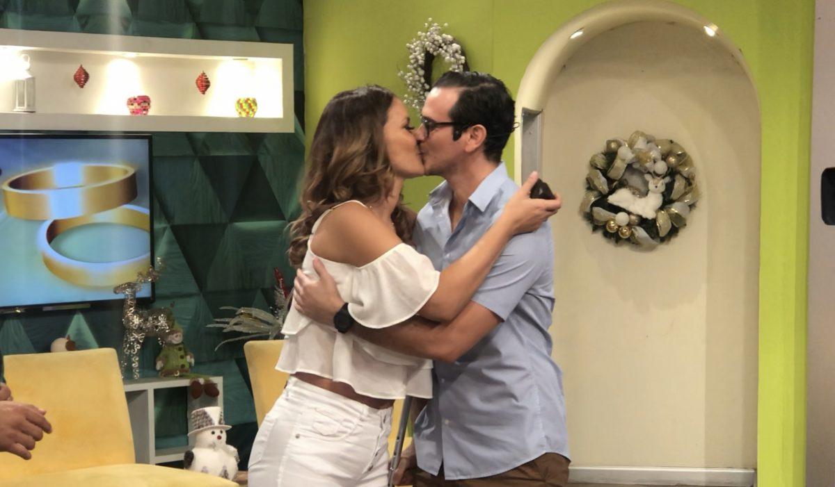 VIDEO | Así le pidieron matrimonio a Jaqueline Gaete en plena transmisión de 'De Casa en Casa'