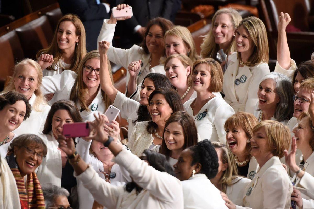 ¿Por qué había tantas mujeres vestidas de blanco durante el discurso de Donald Trump?