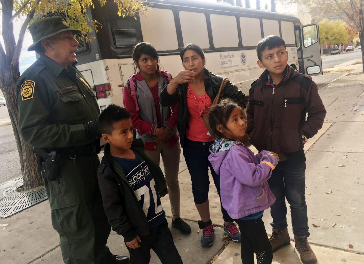 Muere por deshidratación una niña migrante de siete años detenida en EEUU