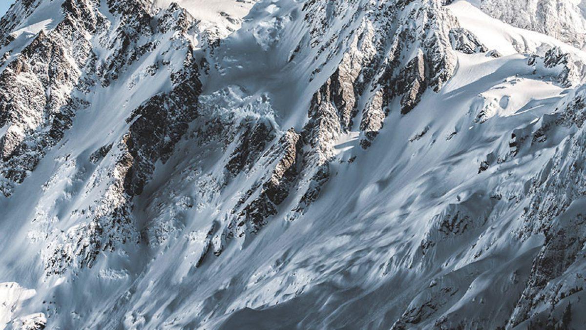 Una famosa alpinista se 'desentierra' a sí misma tras ser alcanzada por una avalancha