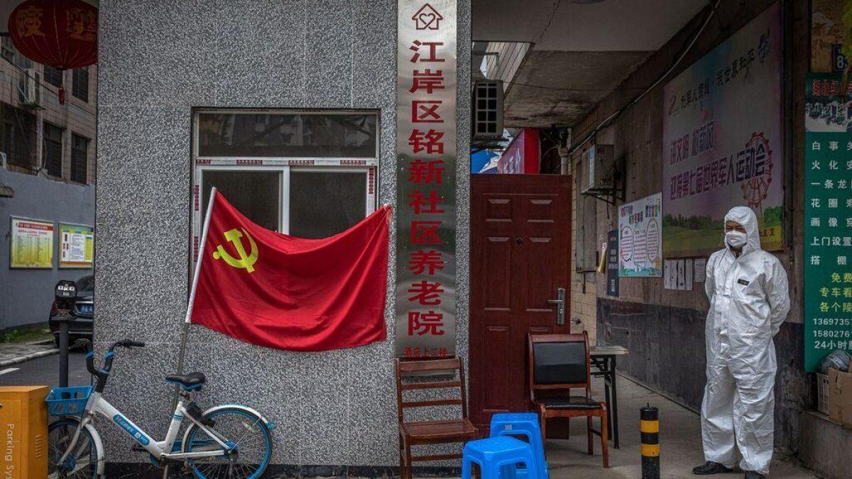 """""""La cifra real sólo la saben ellos"""": Una investigación afirma que el régimen chino ocultó al menos 40 mil muertes por coronavirus en Wuhan"""