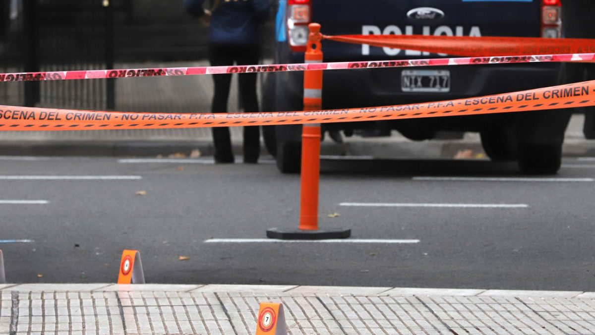Con cuarenta balazos asesinan a hijo de dirigente política