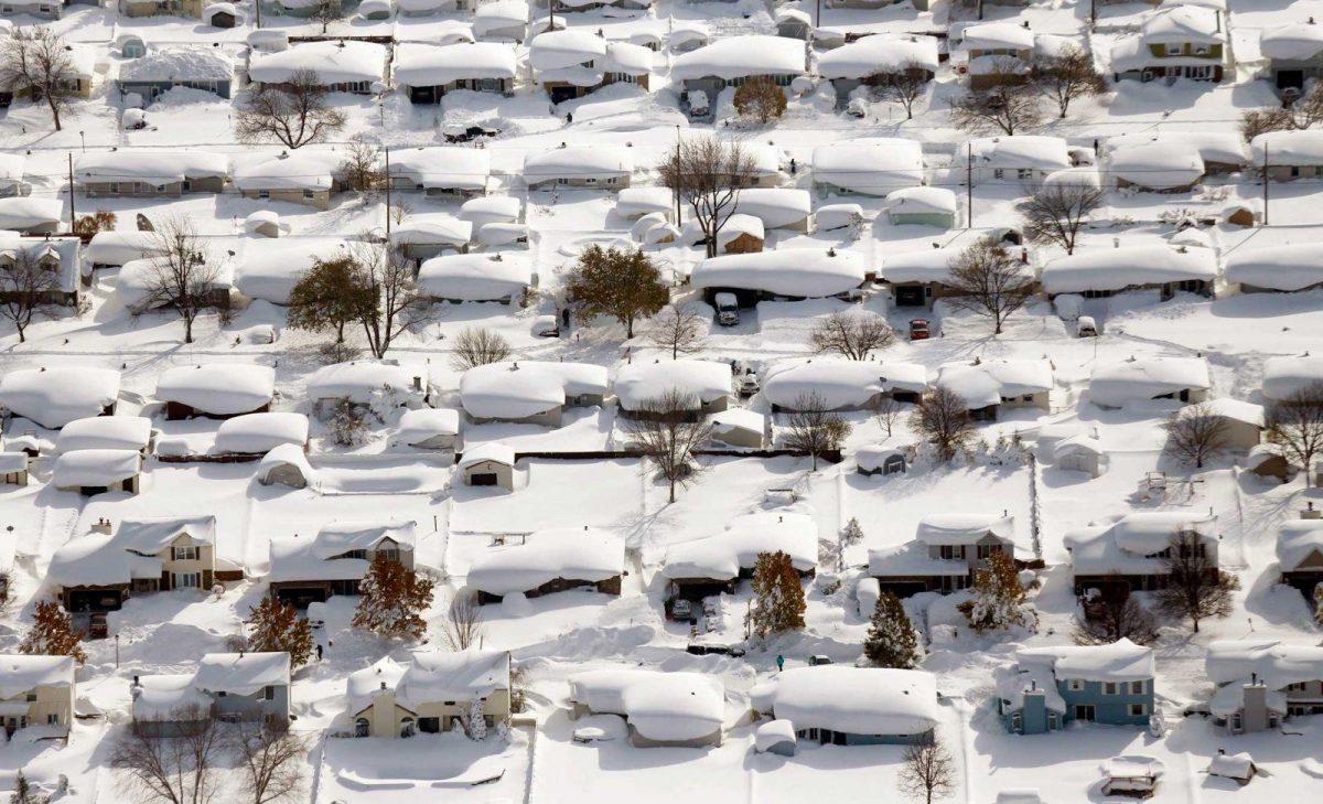 VIDEO: una fuerte tormenta de nieve paraliza el este de Canadá