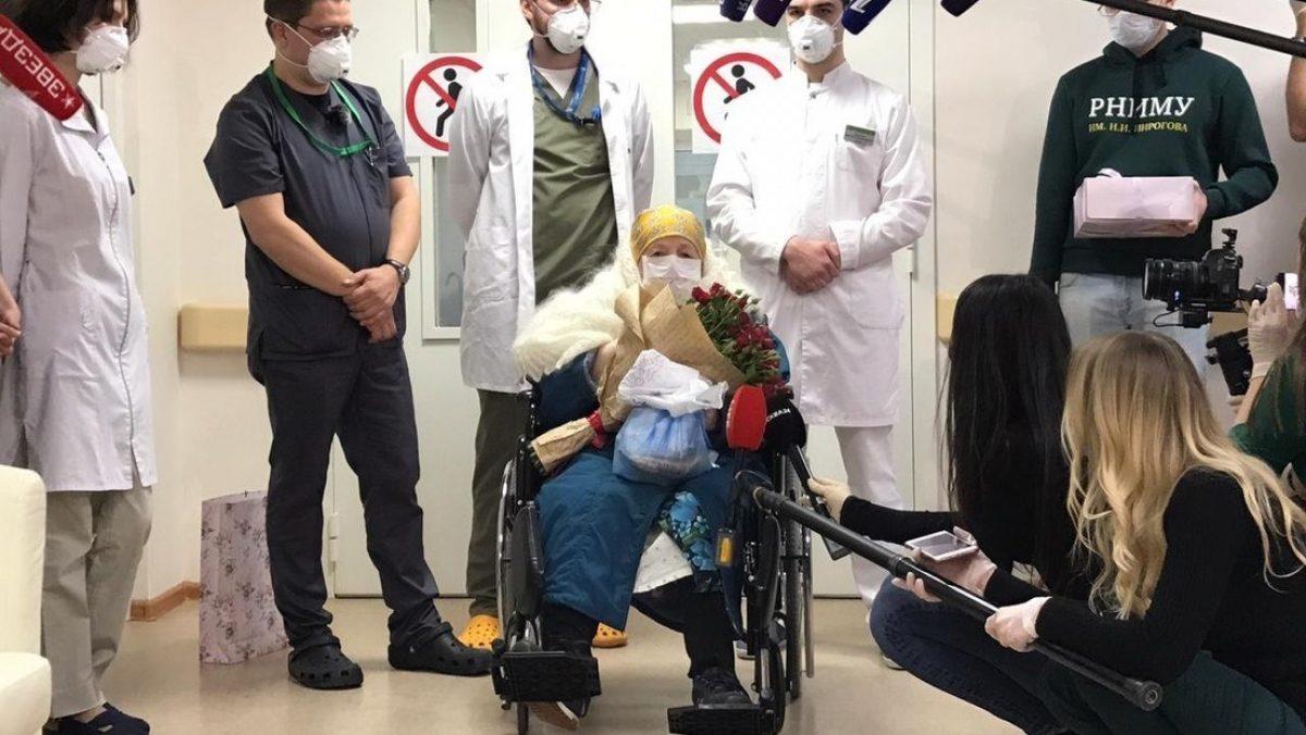 La primera paciente de 100 años con coronavirus se recupera en Rusia